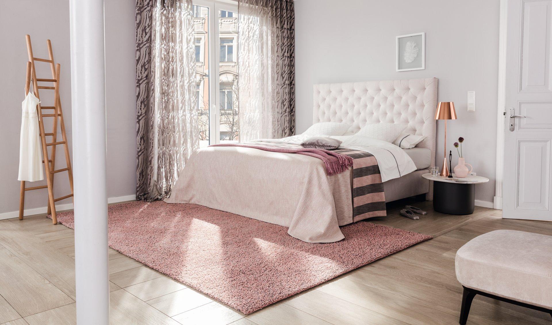 Mit der neuen Kollektion handgefertigter Maßteppiche in 187 brillanten Farben und 4 Qualitäten spricht LANA COLOR die Emotion ästhetisch anspruchsvoller Teppichliebhaber an. Für jede Leidenschaft das passende Unikat aus reiner neuseeländischer Schurwolle.